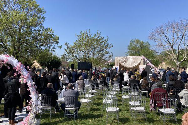 Dernier hommage à Alicia Faye dans le jardin de ses parents à Saint-Louis-de-Montferrand. 3/04/21