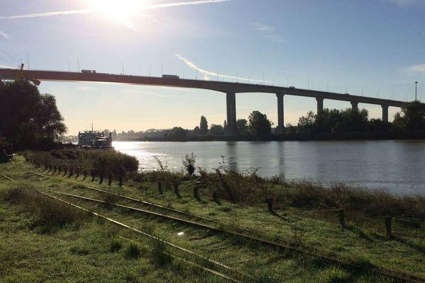 Un homme s'est jeté du pont de Cheviré dans la Loire la nuit du 18 au 19 août 2020, les secours l'ont retrouvé conscient et blessé gravement