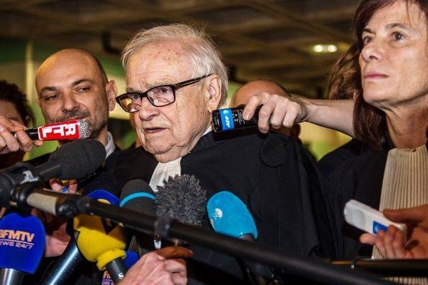 Les 3 avocats de DSK à la sortie du tribunal de Lille ce mercredi.