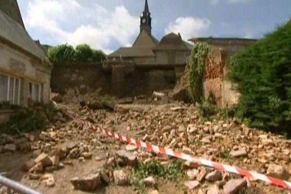 Un rempart de la ville haute de Saint-Valery-sur-Somme s'est effondré après les orages.