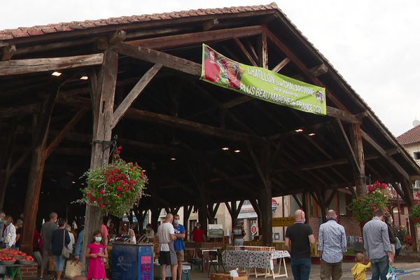 Châtillon-sur-Chalaronne : les halles médiévales attirent les visiteurs