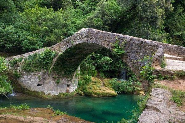 Un pont de type pont génois sur le parcours de l'éco trail.