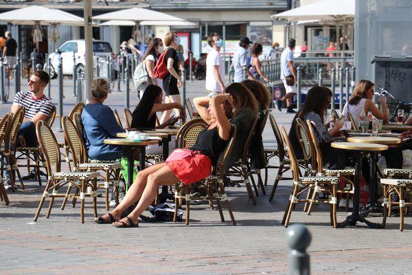 A la terrasse d'un café à Lille, en mai 2021.
