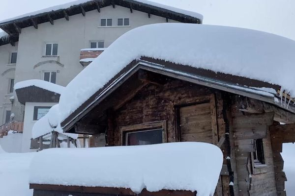 Le col de Porte est recouvert de plus d'un mètre de neige.