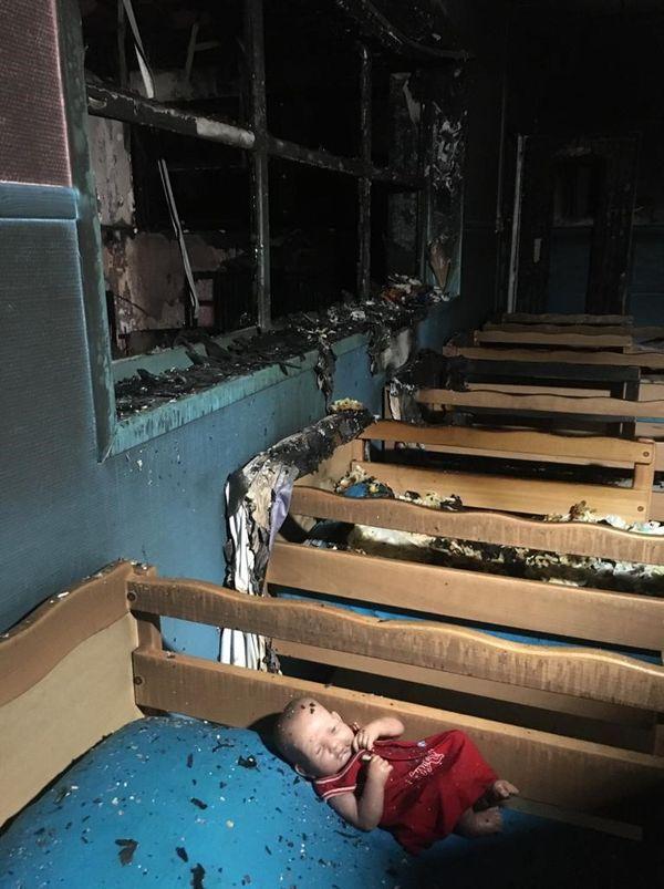 Le dortoir de l'école maternelle Hachette de Lille en partie incendiée.