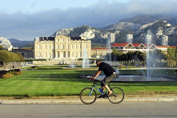 A Marseille, il existe peu de pistes pour les vélos en dehors des parcs comme ici au Parc Borely.