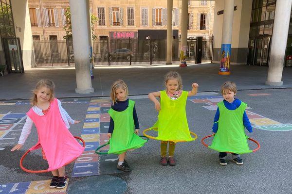 Les enfants de personnels soignants ont déjà adopté ces tenues anti Covid-19.