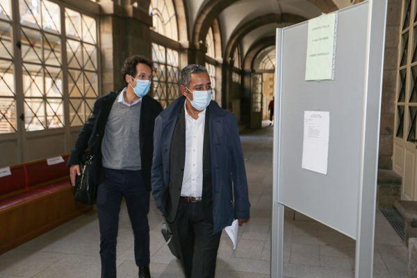 Mustapha Laabid accompagné de son avocat Maître Julien Delarue, lors de son procès à la cour d'appel de Rennes en septembre 2020