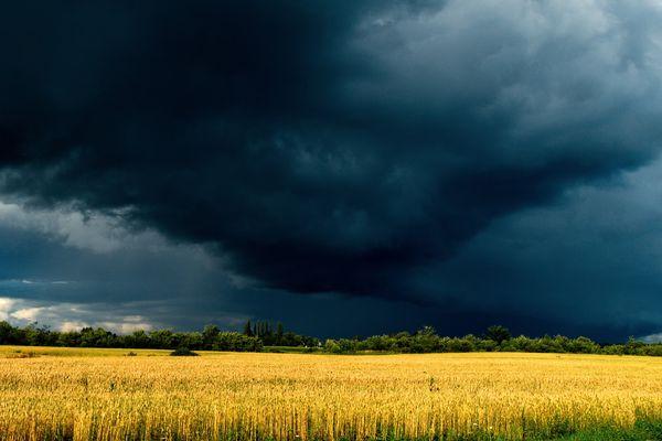 Un ciel chaotique et une chaleur pesante
