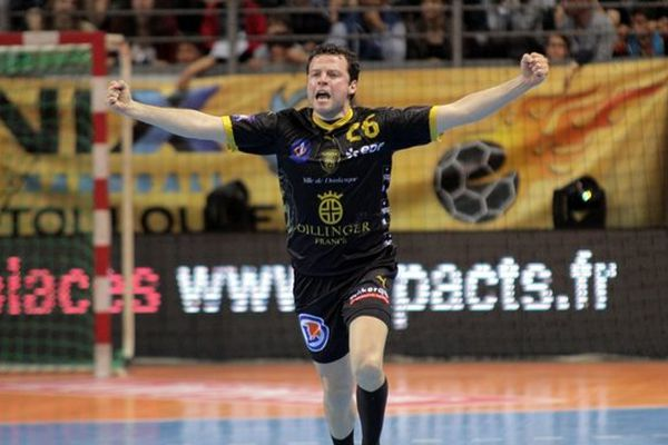 Les handballeurs dunkerquois décrochent leur premier titre de champions de France grâce à leur victoire sur Toulouse et la défaite du PSG à Montpellier