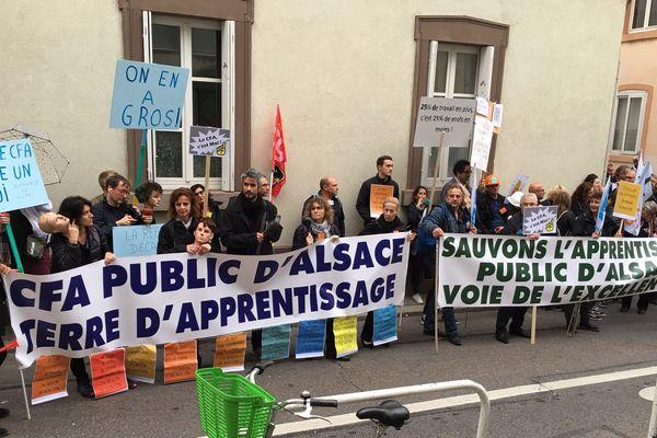 Près de 200 manifestants se sont rassemblés ce mardi 15 octobre 2019 en début d'après-midi devant le rectorat de Strasbourg.