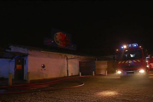 """Un incendie s'est déclaré mardi 9 octobre au sein de la discothèque """"3ème monde"""", à Noidans-lès-Vesoul."""