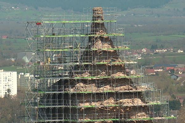 Pour quatre mois, la pyramide de Couhard à Autun est recouverte par un échafaudage.