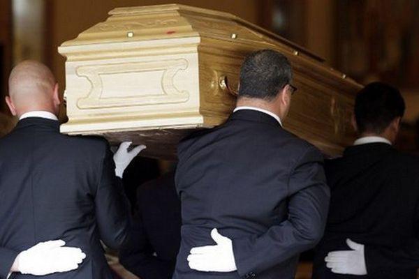 Le prix total des obsèques, hors caveau et concession, s'établit à 3.350 euros en moyenne contre 3.098 en 2011.