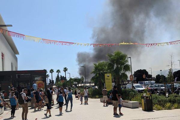 Un incendie près du quartier Lingostière à Nice s'est déclaré mercredi 11 août en début d'après-midi.