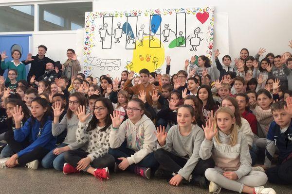 Des élèves de CM2 à Basse-Goulaine (Loire-Atlantique) mobilisés en faveur du Téléthon 2019