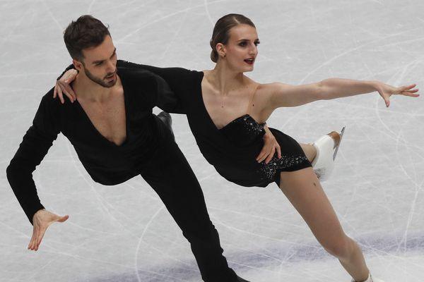 A Saitama, au Japon, les Clermontois Gabriella Papadakis et Guillaume Cizeron ont terminé largement en tête en danse rythmique, première partie de la compétition de danse sur glace aux championnats du monde de patinage artistique.