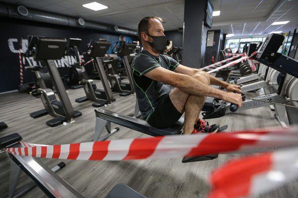 """En attente d'une date de réouverture, les salles de sport espèrent avoir le feu vert prochainement avec la validation par les autorités sanitaires de """"masques sportifs"""""""