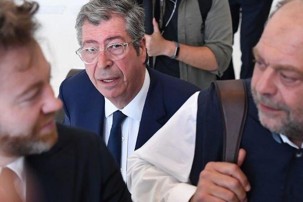Patrick Balkany et ses avocats Antoine Vey (à gauche) et Eric Dupond-Moretti (à droite), le 19 juin 2019.
