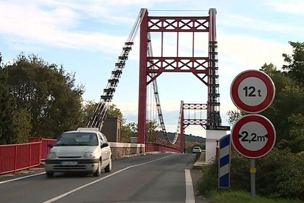 Canet (Hérault) - le pont suspendu datant du XIXe siècle - 2019.