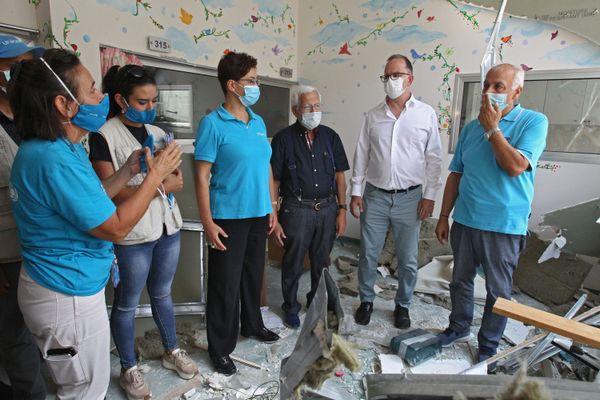 Le représentant de l'UNICEF pour le Moyen Orient constate les dégâts faits par l'explosion d'août 2020 à l'hôpital Karantina à Beyrouth