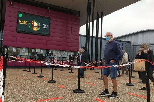 4 septembre 2020 : gel hydro-alcoolique, distances de sécurité, écran en plexiglas, port du masque : les mesures anti-Covid sont appliquées à la Foire internationale de Rouen