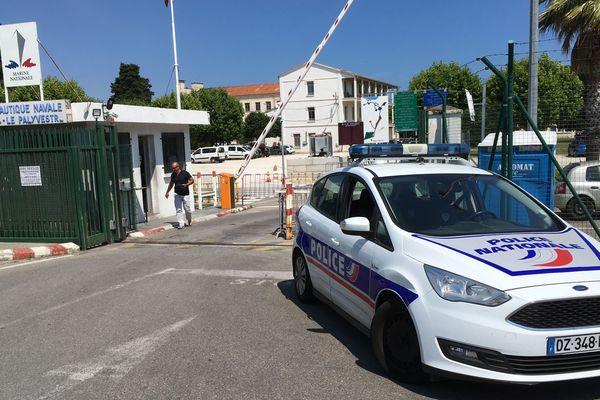 Des engins explosifs ont été découverts sur le chantier de la base aéronautique navale, qui jouxte l'aéroport Toulon-Hyères.