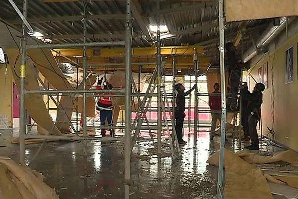 Montpellier - une partie de la toiture du collège Croix d'Argent s'est effondrée - 8 mars 2018.