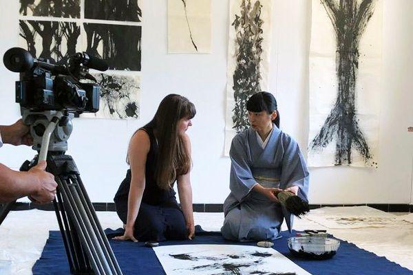 La plasticienne Lise Chevalier et Yukako Matsui, artiste calligraphe en résidence à l'ATENA à Sète échangent sur leurs pratiques artistes en Juillet 2020.