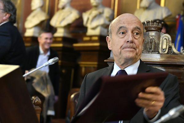 Alain Juppé, le maire de Bordeaux préside, le conseil municipal du 6 mars 2017.
