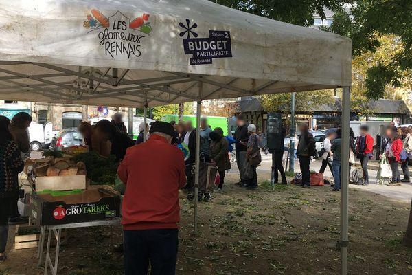 Le stand des glaneurs ouvre son étal tous les samedis vers 14 h après le marché place des Lices à Rennes