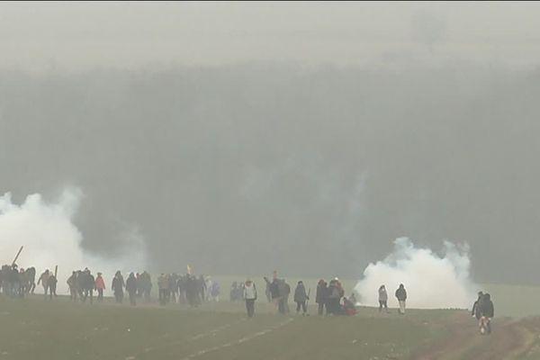 Affrontements entre les anti-nucléaires et forces de l'ordre lors d'une manifestation interdite