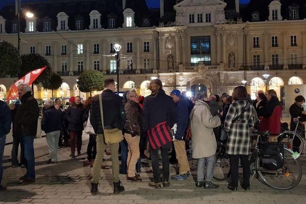 Rassemblement place de la République à Rennes des opposants à l'aéroport de Notre-Dame-des-Landes après l'annonce de l'abandon du projet