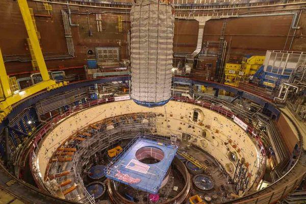 Ouverture de la cuve du réacteur de Superphénix.