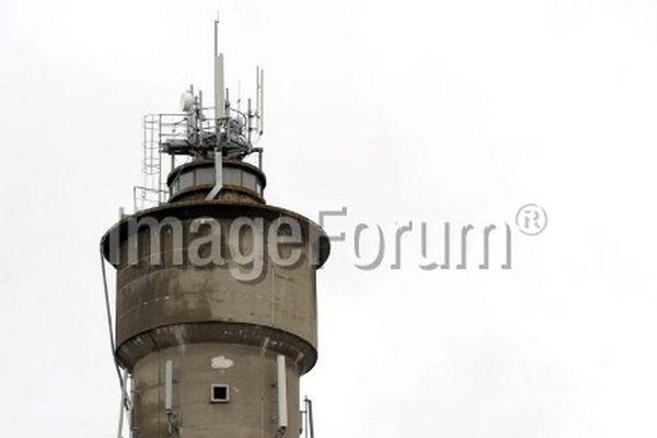 Les antennes relais continuent d'être implantées au sommet des immeubles.