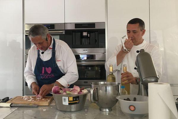 08/07/2018 - Le chef étoilé Joël Garault (G) anime une master class autour du muscat, lors de la 29ème foire au vin de Luri.