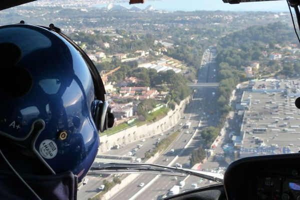 Contrôles de l'autoroute A8 près de Nice par la gendarmerie nationale.