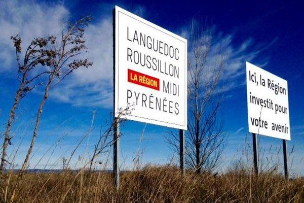 Le premier panneau Languedoc-Roussillon-Midi-Pyrénées au parc régional d'activités économiques Nicolas Appert à Castelnaudary, dans l'Aude - 8 février 2016