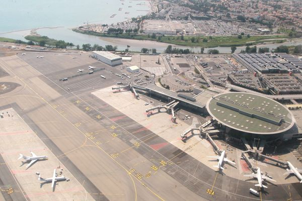 L'aéroport de Nice sera agrandi au niveau du terminal 2, proche des rives du fleuve Var.