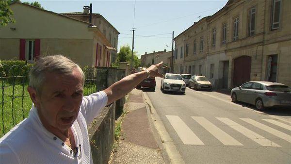 Alain Giresse devant la maison où il est né à Langoiran