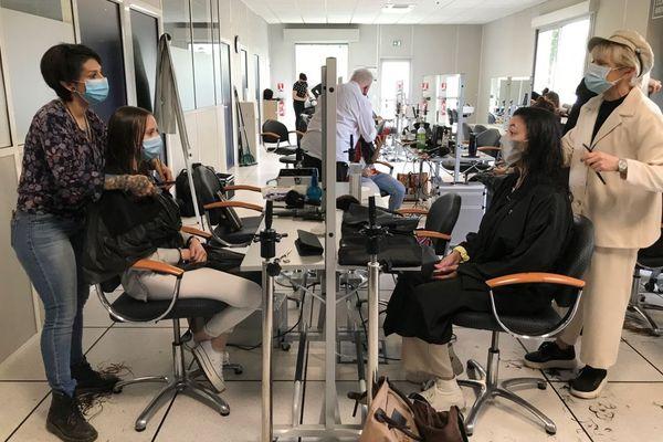 Le temps d'une journée, des coiffeurs bénévoles pour des étudiants limougeauds