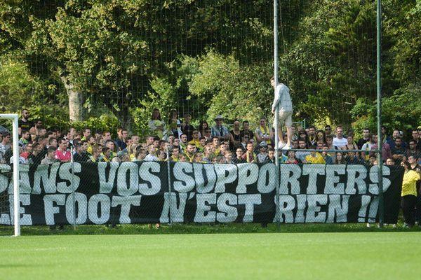 """""""Sans vos supporters le foot n'est rien !"""", en réaction à la décision du préfet de Gironde de limiter à 500 le nombre des supporters nantais à Bordeaux, les joueurs de FCN ont également relayé le message"""