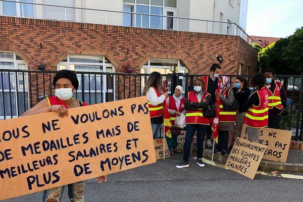 A Poissy dans les Yvelines, ils étaient une trentaine de salariés de Korian à manifester ce matin.