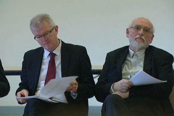 Jean-Michel Guerineau (à gauche), tête de liste du Parti communiste/Front de Gauche aux élections municipales à Bourges.