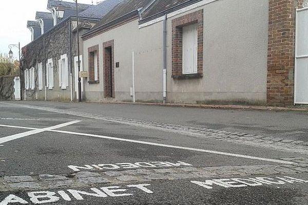 Argent-sur-Sauldre (Cher) : la rue où exerçait le Dr Thierry Dassas