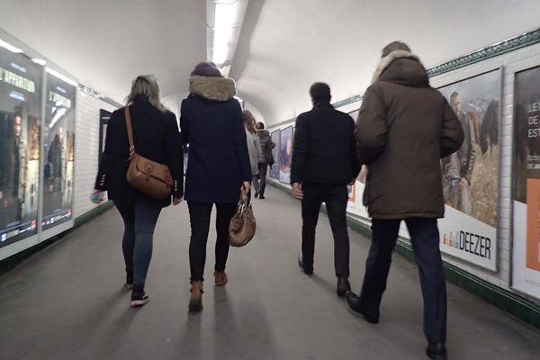 Les couloirs du métro parisien.