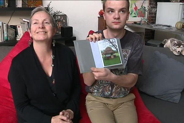 Nadine Reynaud et son fils Clément Gauly, 20 ans. L'histoire d'un long combat contre les troubles du spectre de l'autisme. Mars 2019