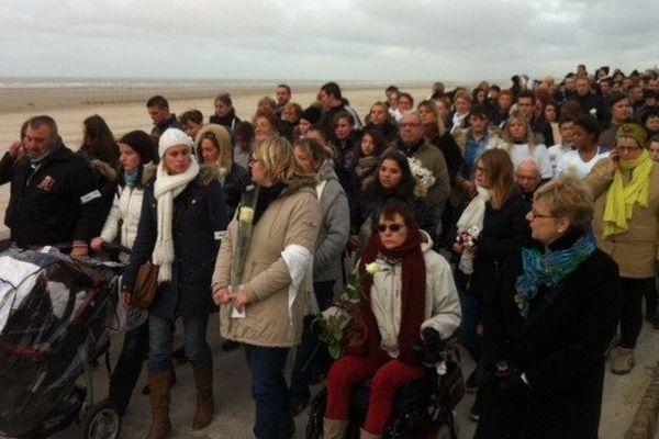 400 personnes se sont rassemblées ce samedi à Berck à la mémoire de la fillette retrouvée noyée le 20 dernier