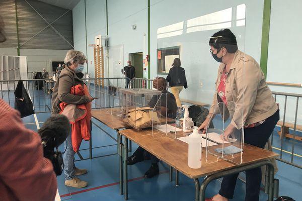 Un bureau de vote à Mont-près-Chambord, dans le Loir-et-Cher.