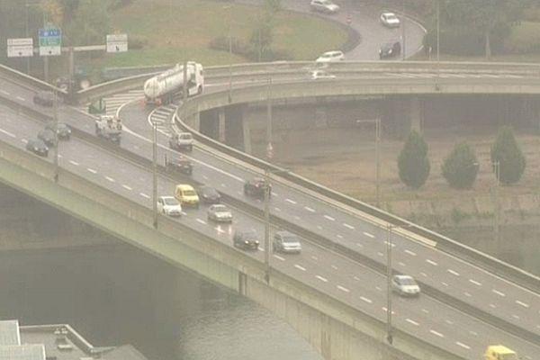 Les bouchons, à cause de la fermeture du pont, pourraient provoquer la hausse de certains polluants.